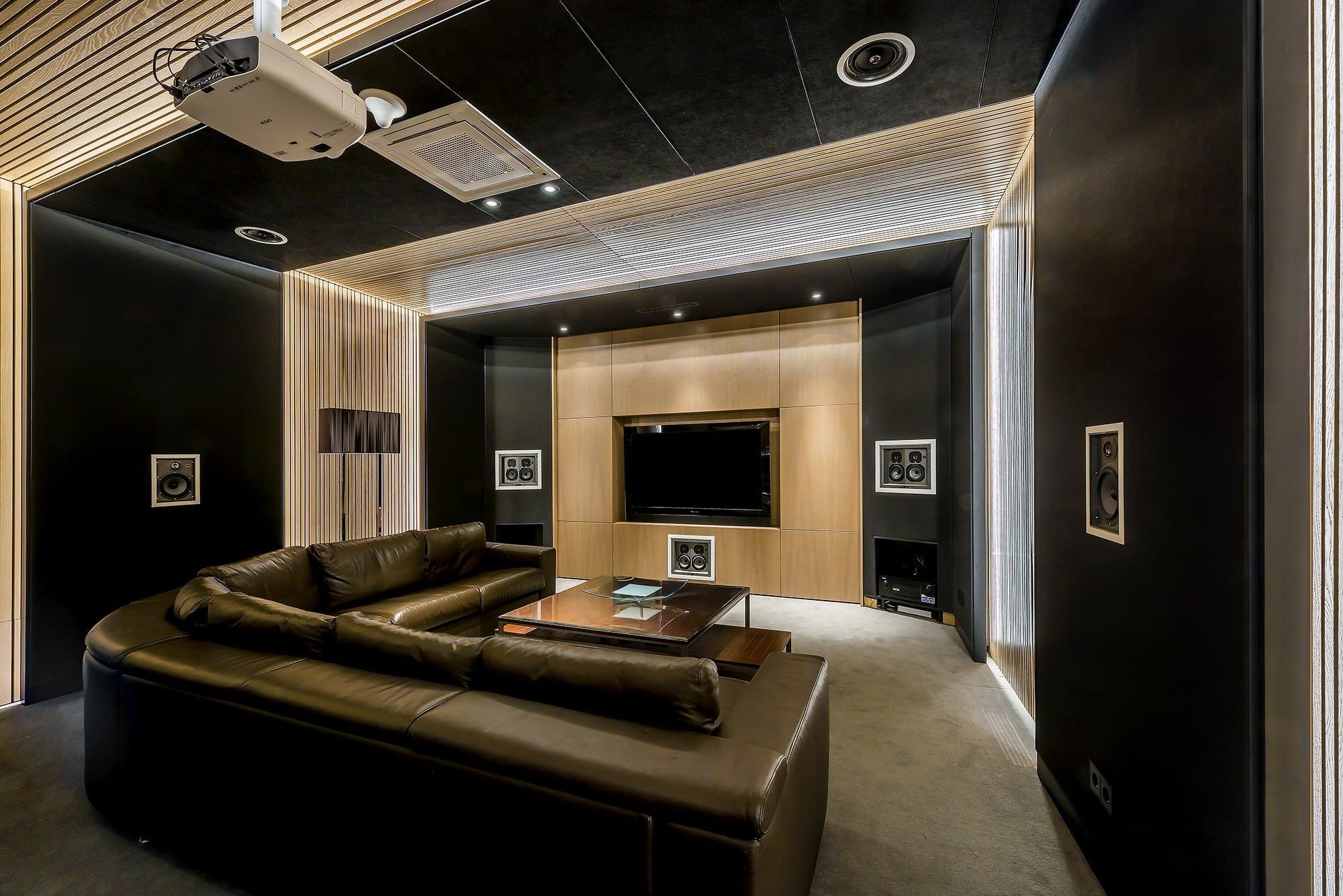 Stilingi baldai namu kino teatrui