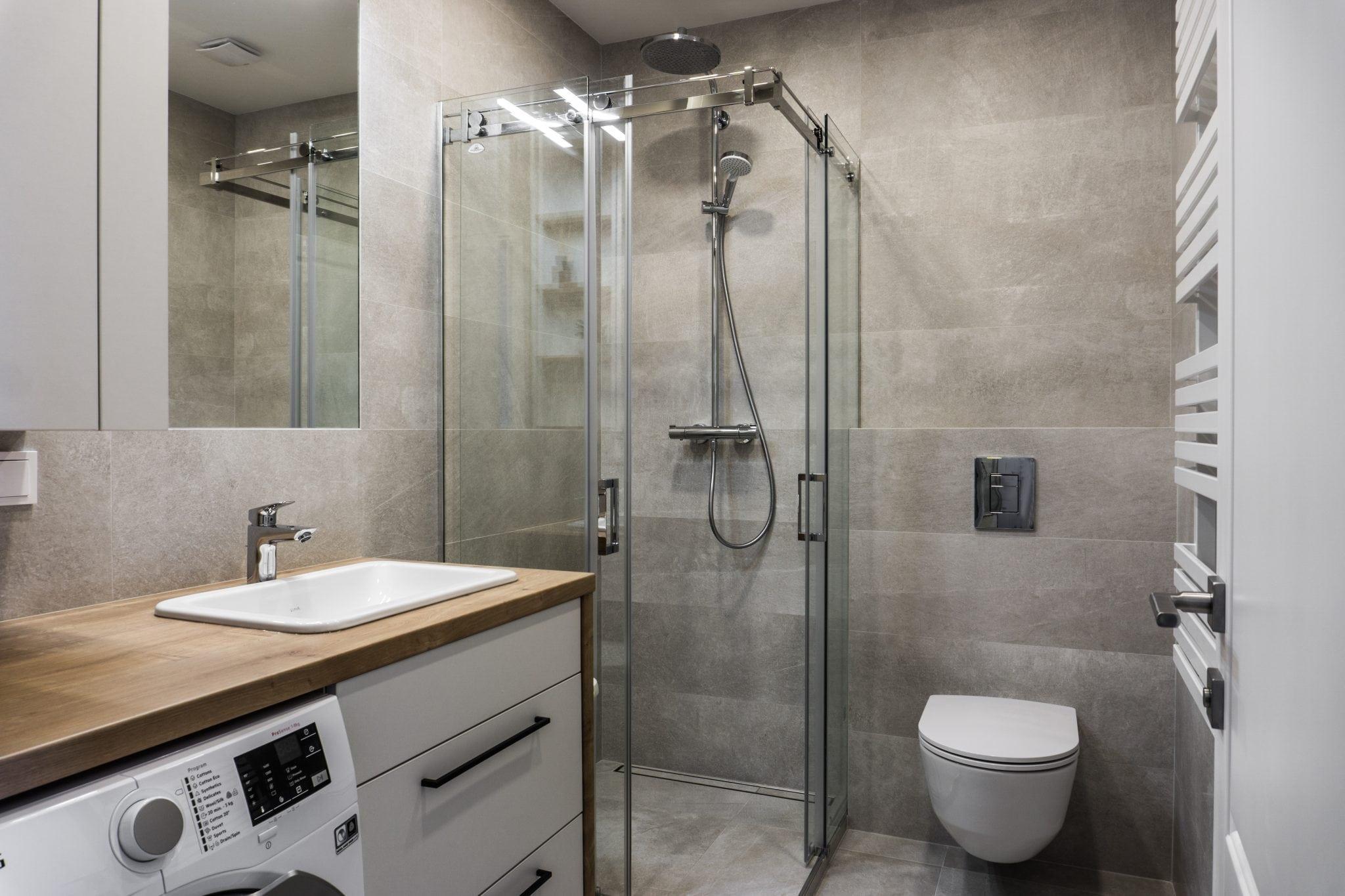 Nestandartiniu baldu gamyba vonios kambariui