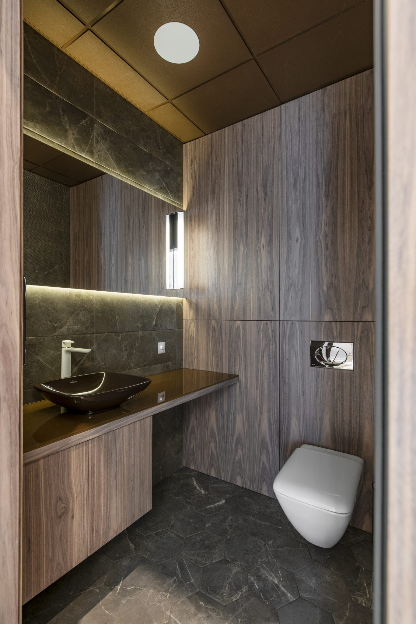 Interjero sprendimai verslui, odontologijos kabinetui, įgyvendintas baldų gamybos projektas.