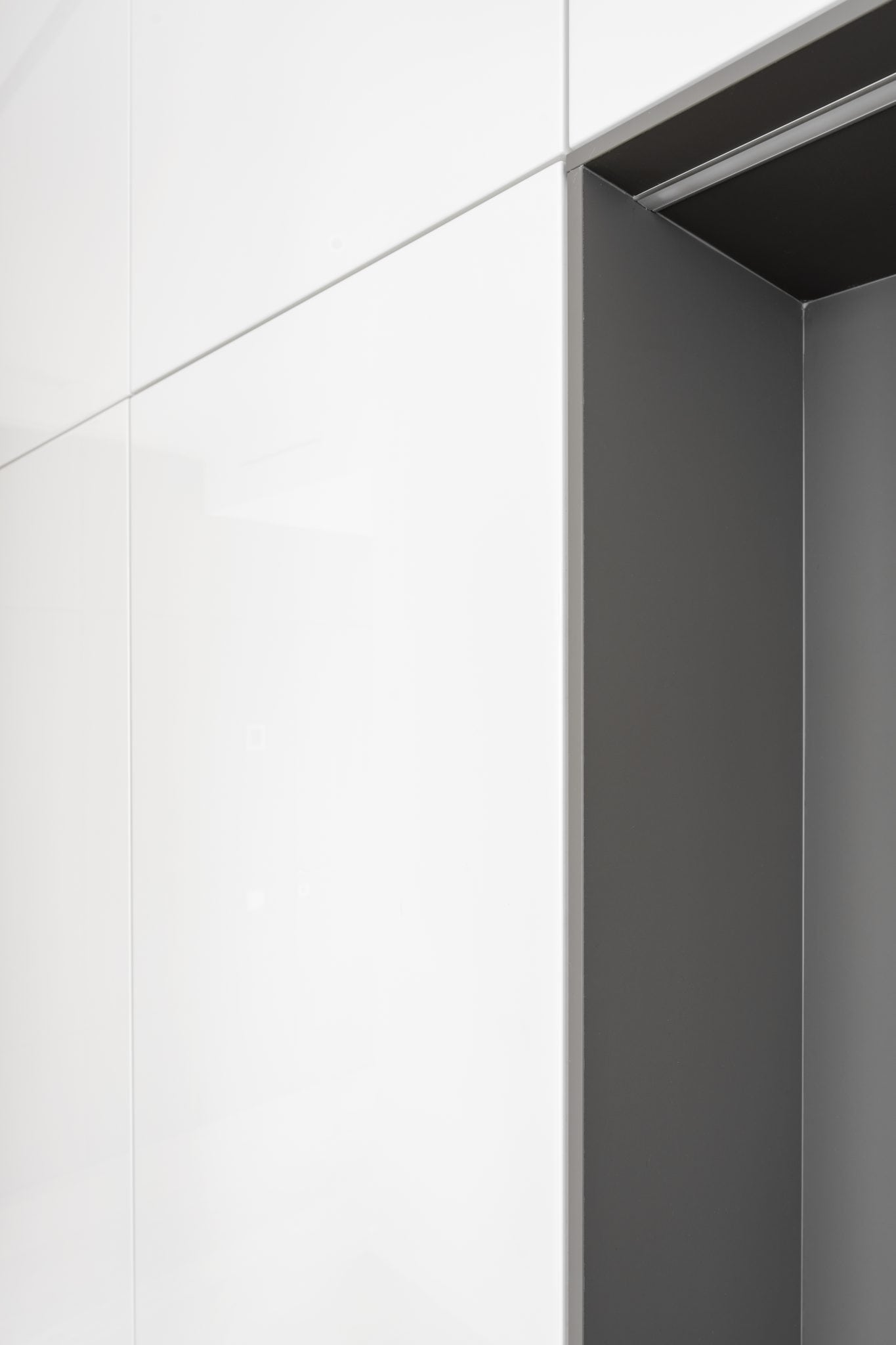 Moderni balta virtuve pagal individualu uzsakyma