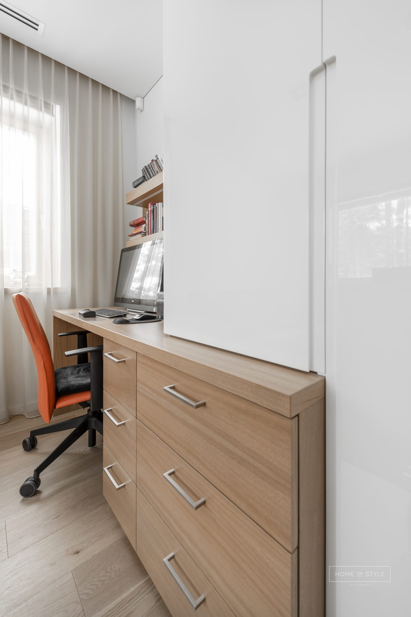 Stilingi darbo kambario baldai pagal uzsakyma